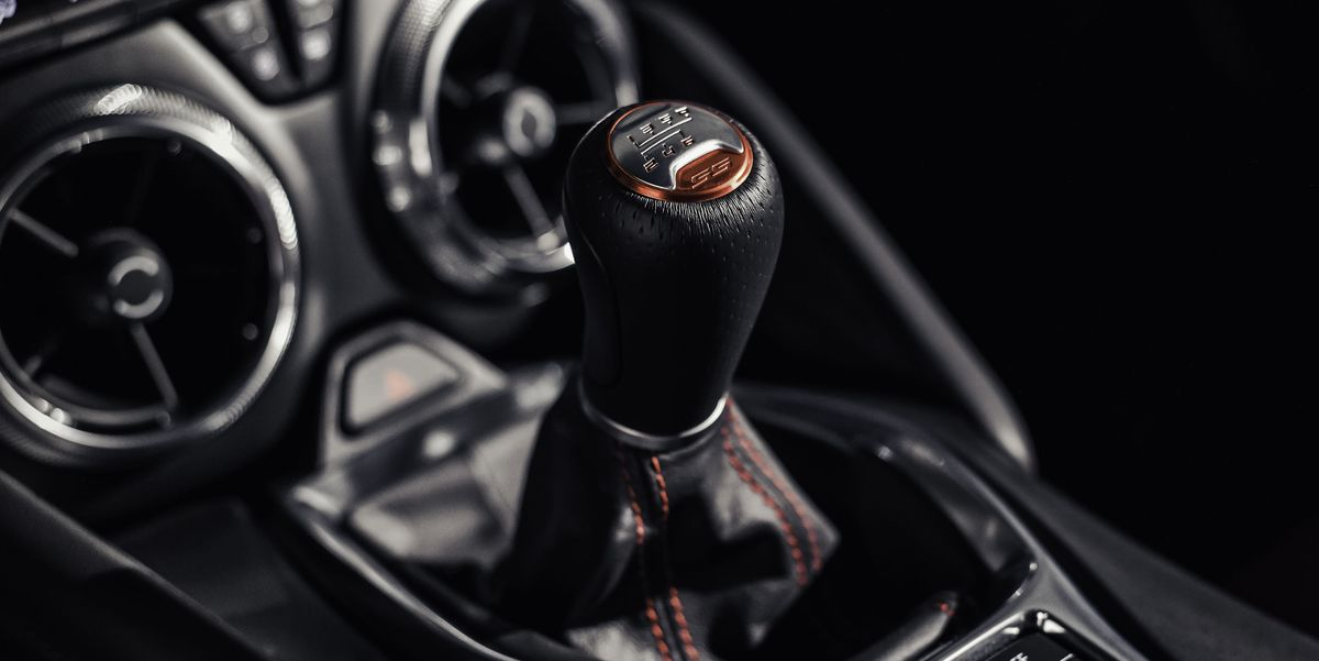 how to tell if someone is driving a manual
